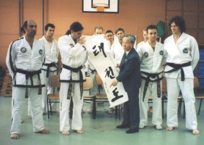 General choi presenting his Korean Calligraphy